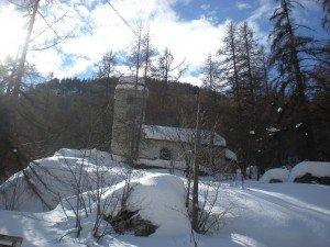 chapelle dans la neige